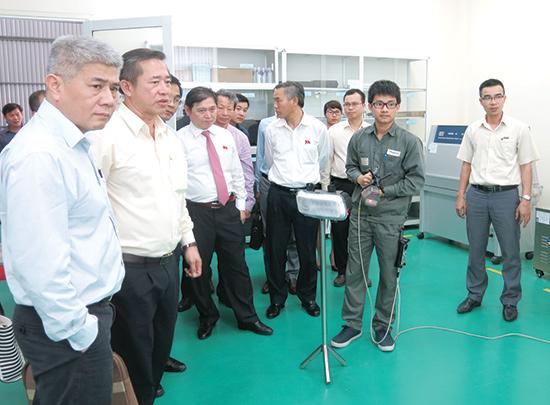 Đoàn công tác khảo sát thực tế tại Khu phức hợp sản xuất và lắp ráp ô tô Chu Lai - Trường Hải. Ảnh: T.D