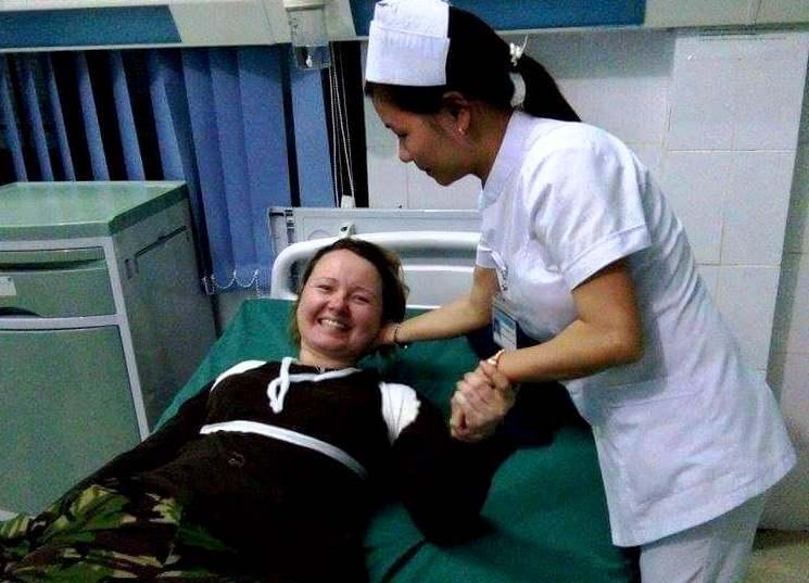 Bệnh nhân lúc đang được chăm sóc tại Trung tâm Y tế huyện Tây Giang, Ảnh: CTV