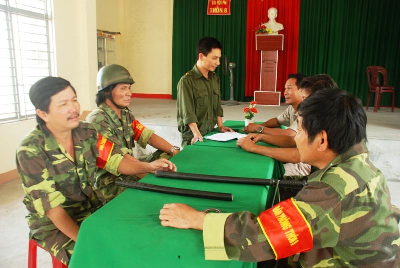 Lực lượng dân phòng vẫn còn gặp nhiều thiếu thốn về công cụ hỗ trợ và kinh phí hoạt động. (Trong ảnh: Đội dân phòng thôn 8 xã Hương An). (ẢNH: Đ.ĐẠO)