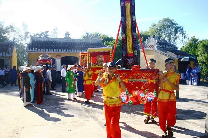 Lễ hội làng gốm Thanh Hà. Ảnh: Q.H
