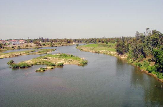 Sông Ly Ly nhìn từ cầu Hương An về phía đông. Ảnh L.T