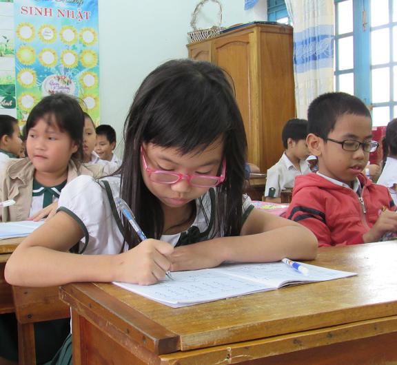 Bệnh cận thị đang có xu hướng gia tăng trong học đường. Ảnh: B.T.M