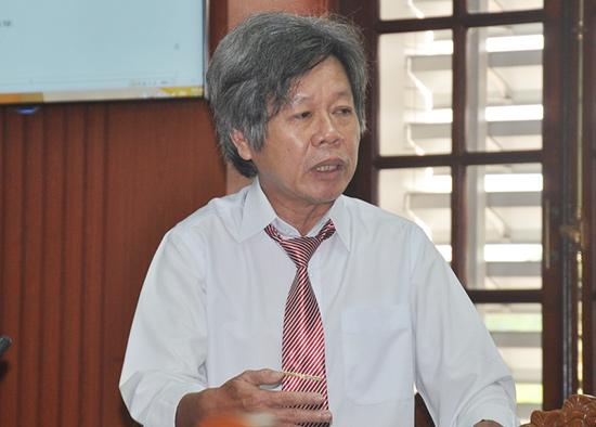 """Thầy giáo Nguyễn Tý đang trình bày về đề án xây dựng trường học điện tử thông qua website """"Học giỏi Trung học Phổ thông"""" . Ảnh: VINH ANH"""
