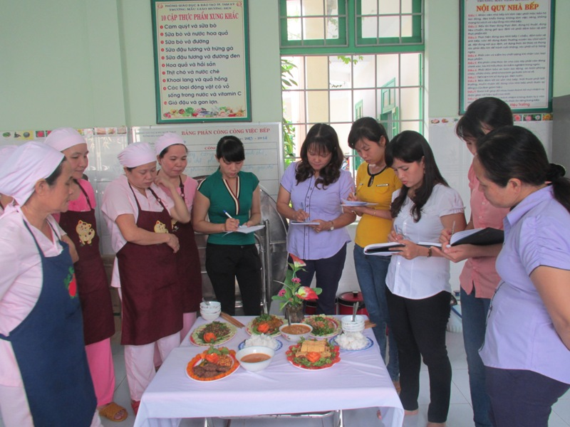 Trường Mẫu giáo Hương Sen tổ chức hội thi cấp dưỡng giỏi.