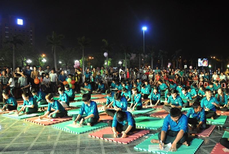 Hơn 80 cán bộ, đoàn viên thanh niên tham gia hội thi. Ảnh: VINH ANH