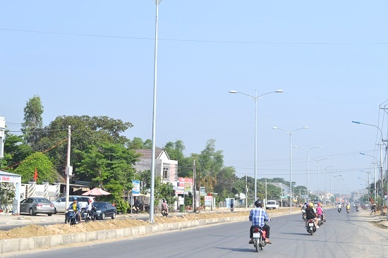 Lưu thông trên tuyến ĐT607, nối liền giữa thị xã Điện Bàn với TP.Đà Nẵng vào sáng ngày 1.5