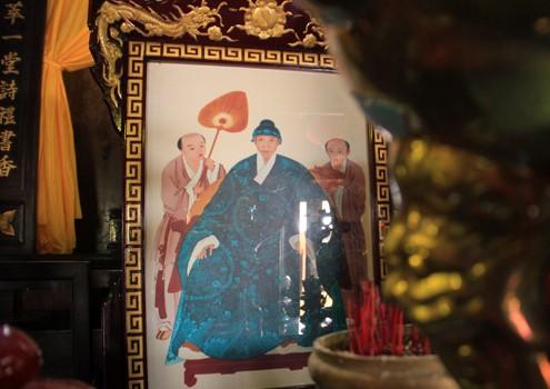 Di ảnh cụ Nguyễn Tường Vân tại Nhà thờ tộc Nguyễn Tường (Hội An).