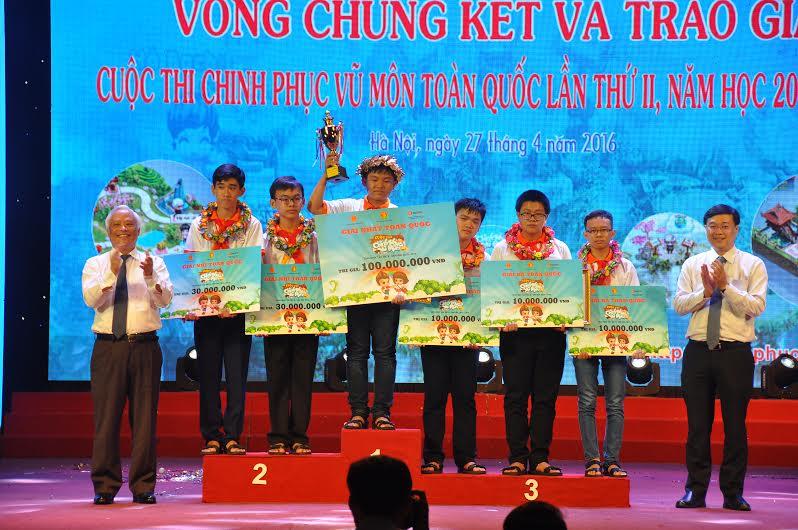 Em Trần Xuân Phong, lớp 9, Trường THCS Nguyễn Hiền (Thăng Bình) đạt giải Nhất cuộc thi Chinh phục vũ môn toàn quốc