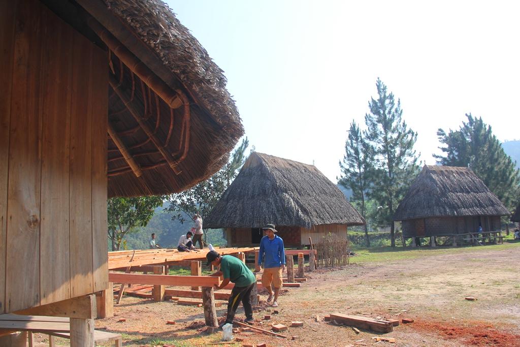 Dịp này, Làng truyền thống Cơ Tu Tây Giang chính thức được Liên hiệp các Hội Unesco Việt Nam chứng nhận bảo trợ di sản