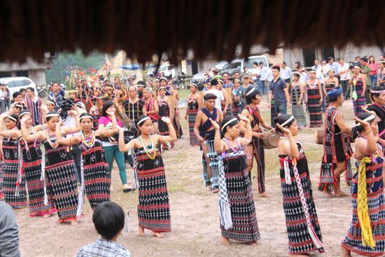 Bảo tồn và phát huy bản sắc truyền thống Cơ Tu cũng là cơ hội đánh thức tiềm năng du lịch vùng cao. Ảnh: ALĂNG NGƯỚC