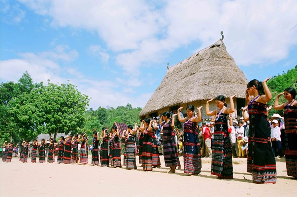 Tay Giang girls dancing in traditional costumes.
