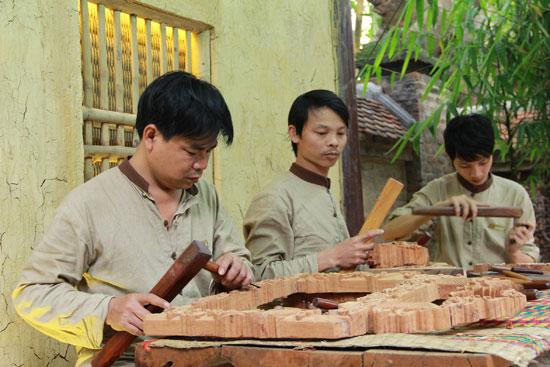 Tổ chức đào tạo và sản xuất những ngành nghề truyền thống tại Vinahouse Space.Ảnh: SONG ANH