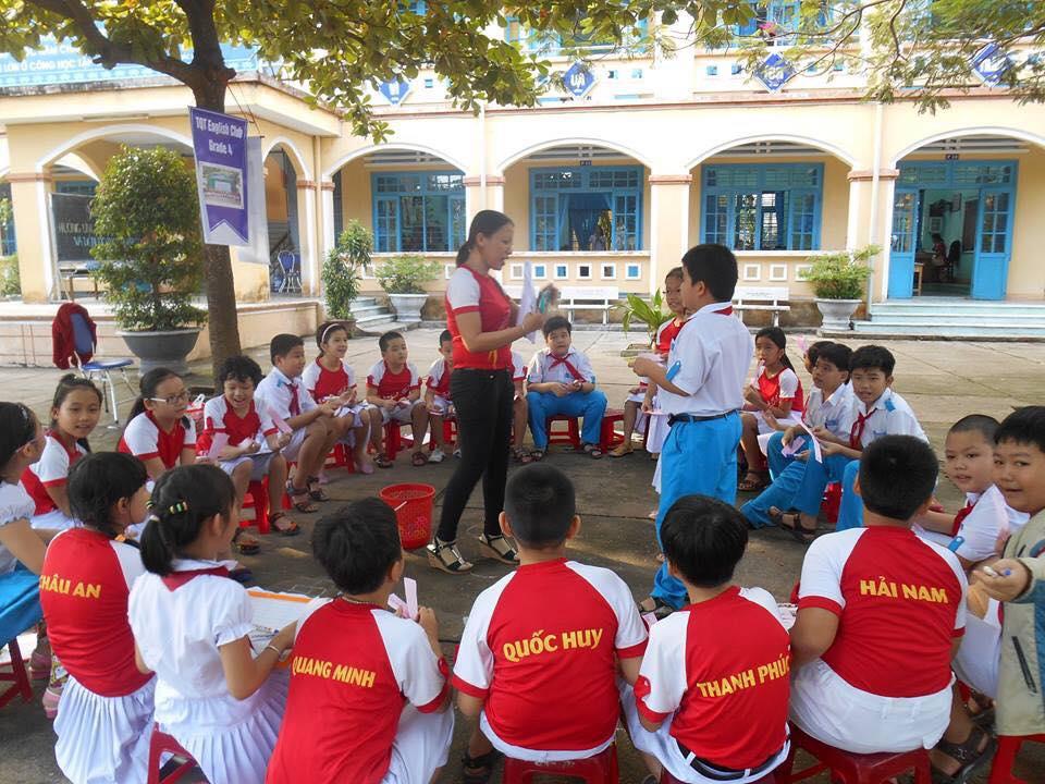 Một buổi sinh hoạt của CLB tiếng Anh Trường Tiểu học Trần Quốc Toản.