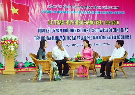 Đảng ủy Khối Các cơ quan tỉnh tổ chức giao lưu điển hình tiêu biểu trong học tập và làm theo gương Bác Hồ, nhân dịp kỷ niệm 126 năm Ngày sinh Chủ tịch Hồ Chí Minh. Ảnh: H.GIANG