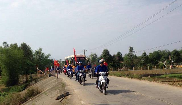 ĐVTN huyện Đại Lộc diễu hành tuyên truyền bầu cử. Ảnh: MỸ LINH