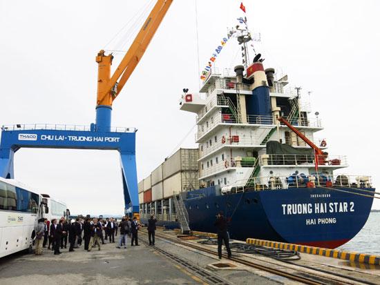 Công ty CP Ô tô Trường Hải đang mở rộng quy mô đầu tư, sản xuất, hứa hẹn sẽ tạo nguồn thu lớn cho ngân sách nhà nước năm 2016. Ảnh: T.P