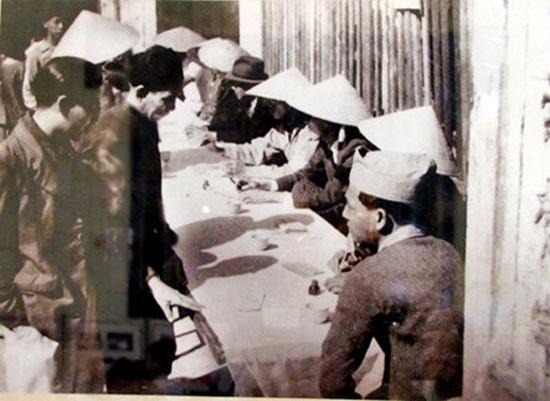 cử tri tham gia bầu cử Quốc hội khóa 1 và 2. (ảnh: TTXVN)