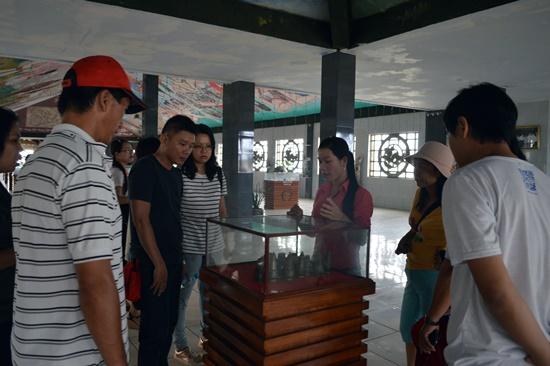 Đoàn tham quan khảo sát tại Bảo tàng Văn hóa Chăm - Óc Eo Chu Lai