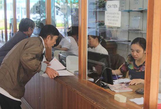 Việc cải cách hành chính đã tiết giảm được nhiều thời gian cho các bệnh nhân thăm khám tại Bệnh viện Đa khoa tỉnh.