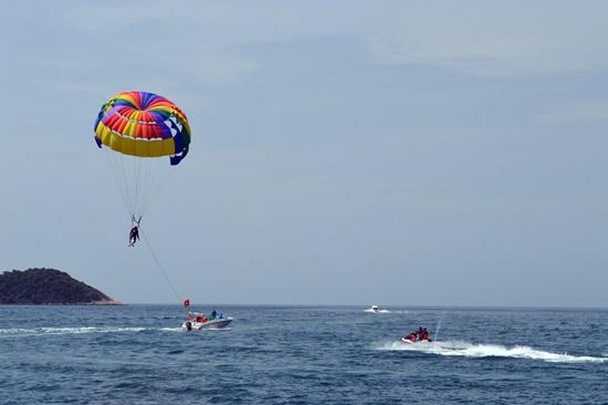 Biểu diễn dù lượn trên biển Cù Lao Chàm