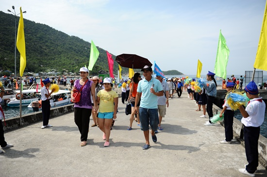 Du khách được chào đón nhiệt liệt khi đến thăm đảo dịp này