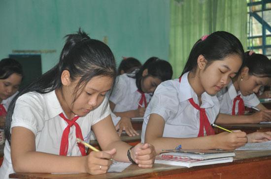 Các em HS không chịu áp lực từ viêc khảo sát HS giỏi. Ảnh: X.P