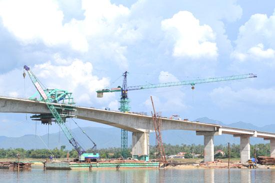 Phần cầu chính cầu Giao Thủy đang vượt tiến độ đề ra.