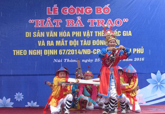 Lễ công bố hát bả trạo là Di sản văn hóa phi vật thể quốc gia được tổ chức tại Núi Thành. Ảnh: V.PHIN