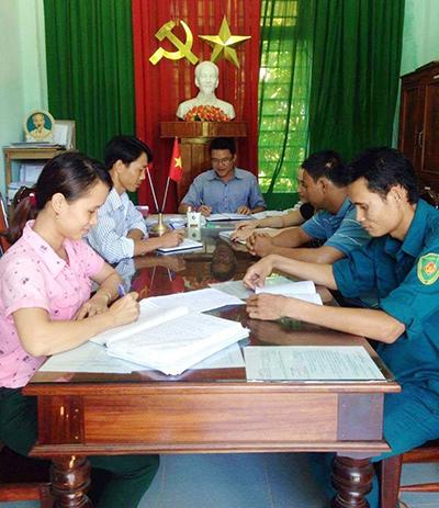 Đội ngũ cán bộ trẻ ở Tiên Phước đã có những đóng góp tích cực trong cải thiện và vận hành bộ máy ở cấp cơ sở.Ảnh: V.H.S