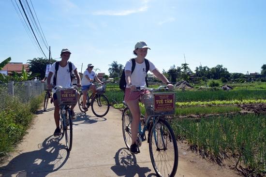 Tour khởi đầu từ làng rau Trà Quế