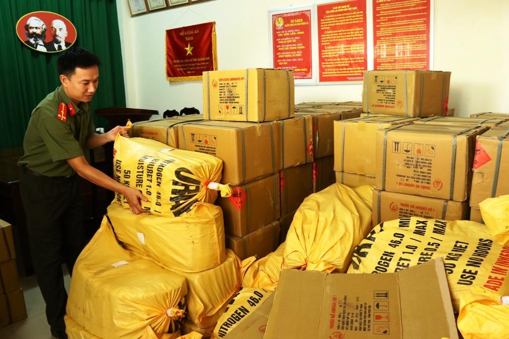 Gần 3 tấn thuốc nổ được cơ quan điều tra thu giữ trong vụ mua bán, vận chuyển trái phép thuốc nổ