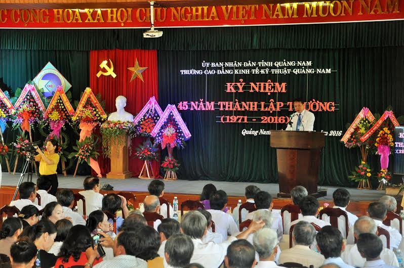 Lễ kỷ niệm 45 năm thành lập Trường Cao đẳng Kinh tế - kỹ thuật Quảng Nam. Ảnh: X.P