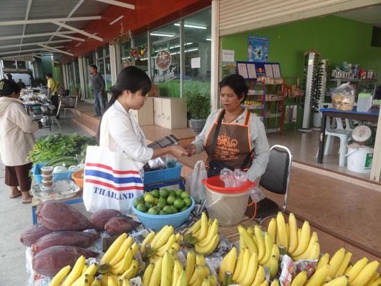 Mô hình chợ nông sản của HTX Nông nghiệp Lam Praphleong.