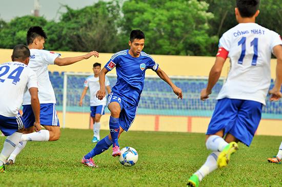Anh Tuấn (số 28) thi đấu khá tốt và đóng góp 1 bàn thắng trong chiến thắng 3-0 trước Hải Phòng