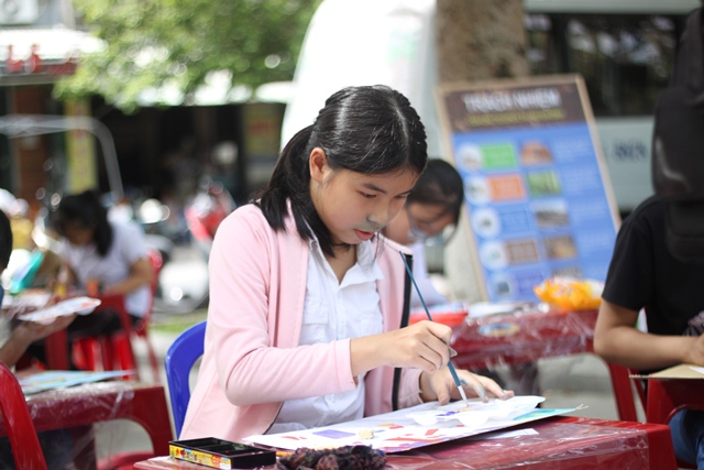 Các em học sinh TH và THCS tham gia liên hoan với nhiều ý tưởng phong phú. Ảnh: ANH TÍN