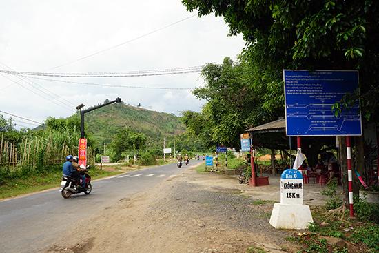 Tỉnh lộ 12 từ ngã ba Yang Reh về thị trấn Krông Kmar. Ảnh: N.Đ.N