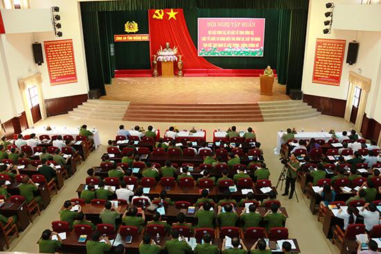 Tập huấn tuyên truyền văn bản luật mới tại trụ sở Công an tỉnh trong năm 2016.  Ảnh: TH.CÔNG