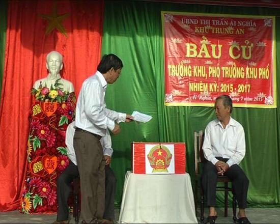 Tổ chức bầu cử trưởng - phó khu phố nhiệm kỳ 2015 - 2017 tại khu phố Trung An, thị trấn Ái Nghĩa, Đại Lộc.