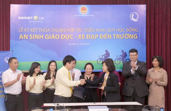 Chương trình trao xe đạp đến trường được Bảo Việt Nhân thọ triển khai từ nhiều năm nay trên toàn quốc.