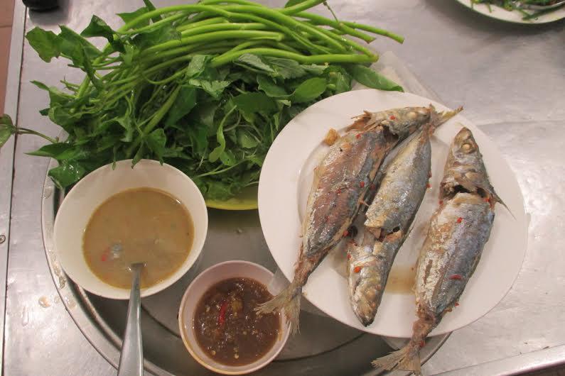 Món cá nục hấp tại Quốc Hà quán. Ảnh: M.Q
