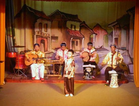 Từ những lớp học hát dân ca đã phát hiện ra những tài năng nhí của dân ca kịch bài chòi. Ảnh: LÊ QUÂN