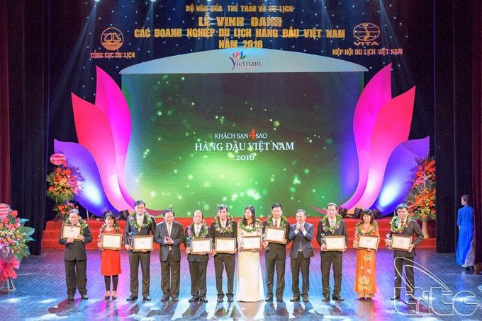 Top 4-star hotels honored at the ceremony