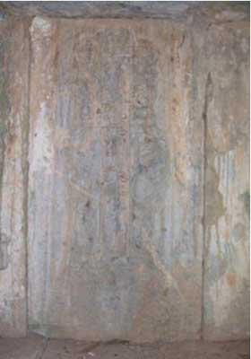Tháp và linh vị của Thiền sư Hương Hải ở chùa Nguyệt Đường (thị trấn Phố Hiến, Hưng Yên).