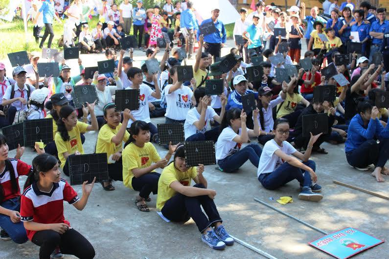 Phần thi rung chuông vàng thu hút đông đảo trại sinh tham gia.