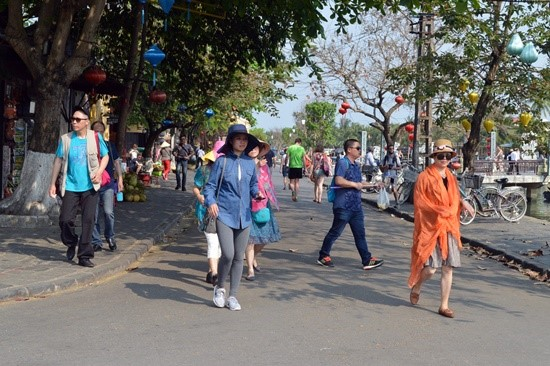 Chinese tourists in Hoi An city. Photo: K.L