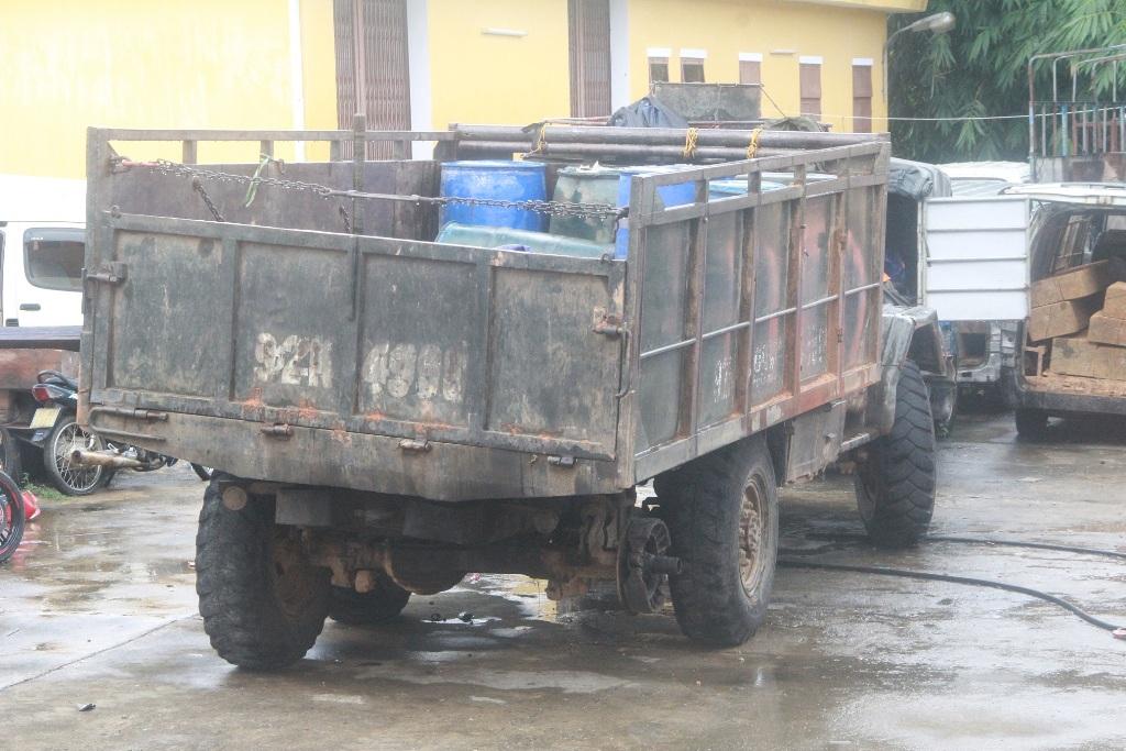Chiếc ô tô trong vụ tai nạn thiếu mất một lốp sau nhưng vẫn lưu thông