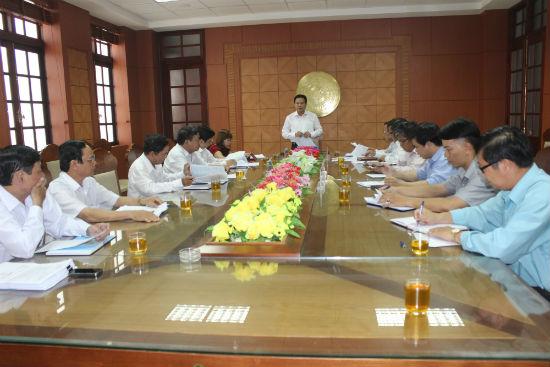 Phó Chủ tịch UBND tỉnh Lê Văn Thanh chủ trì buổi làm việc về bảo hiểm y tế toàn dân.