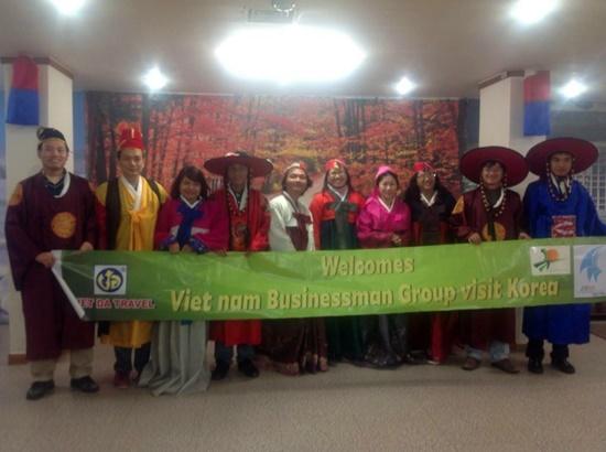 Du khách trải nghiệm Hàn Quốc cùng Vietda Travel