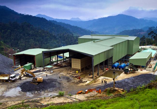 Để được hoạt động trở lại, Công ty vàng Phước Sơn sẽ phải trả 30,4 tỷ đồng tiền nợ thuế mỗi tháng cho cơ quan thuế, theo chứng thư bảo lãnh trả nợ vừa được Cục Thuế Quảng Nam chấp thuận.
