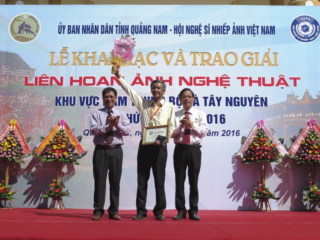 tác giả Nguyễn Đăng Đệ (Đà Nẵng) giành Huy chương Vàng tại Liên hoan